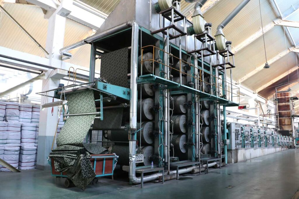 Машина для влажно-тепловой обработки тканей после печатания 4